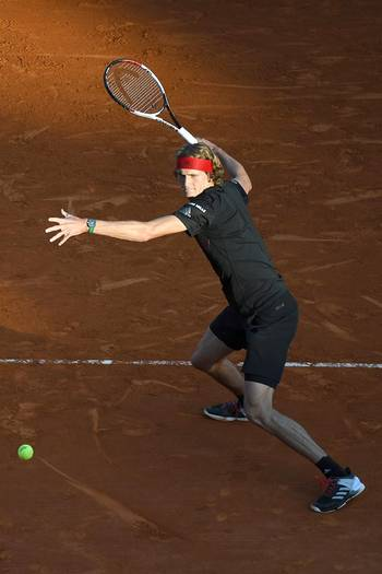Germany's Alexander Zverev hits a return to France's Richard Gasquet during their tennis match at the Monte-Carlo ATP Masters Series tournament on April 20, 2018 in Monaco.  / AFP PHOTO / YANN COATSALIOU
