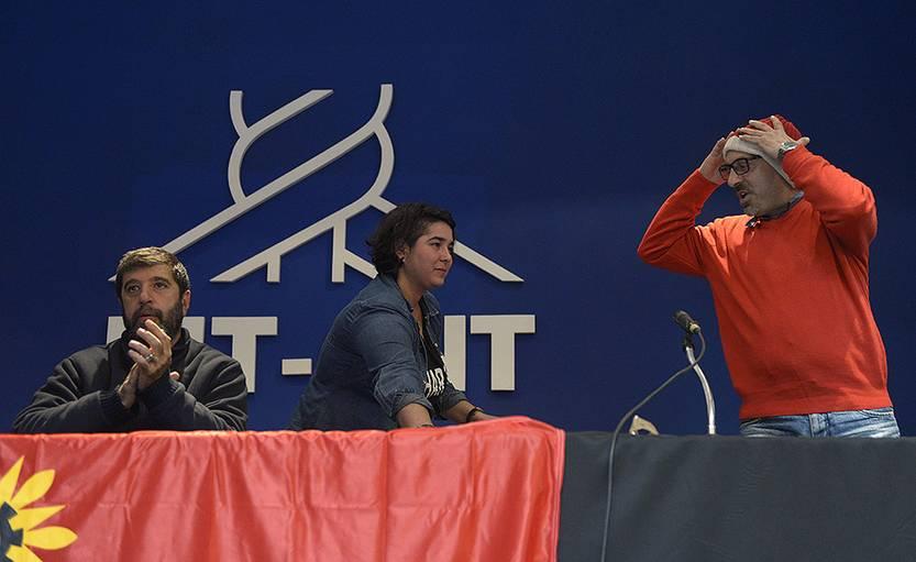 Fernando Pereira, Tamara García y Marcelo Abdala, hoy, luego de la conferencia de prensa en la sede de PIT-CNT. Foto: Andrés Cuenca