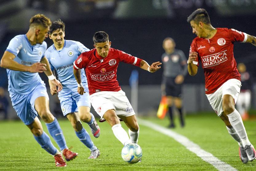 Apertura retardada: por ahora, el primer torneo finalizaría a mediados de  octubre | la diaria | Uruguay