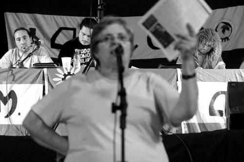 Mesa directiva de ADEOM durante la intervención de Mabel Lolo, en una asamblea del sindicato en el Palacio Peñarol. (enero de 2012)