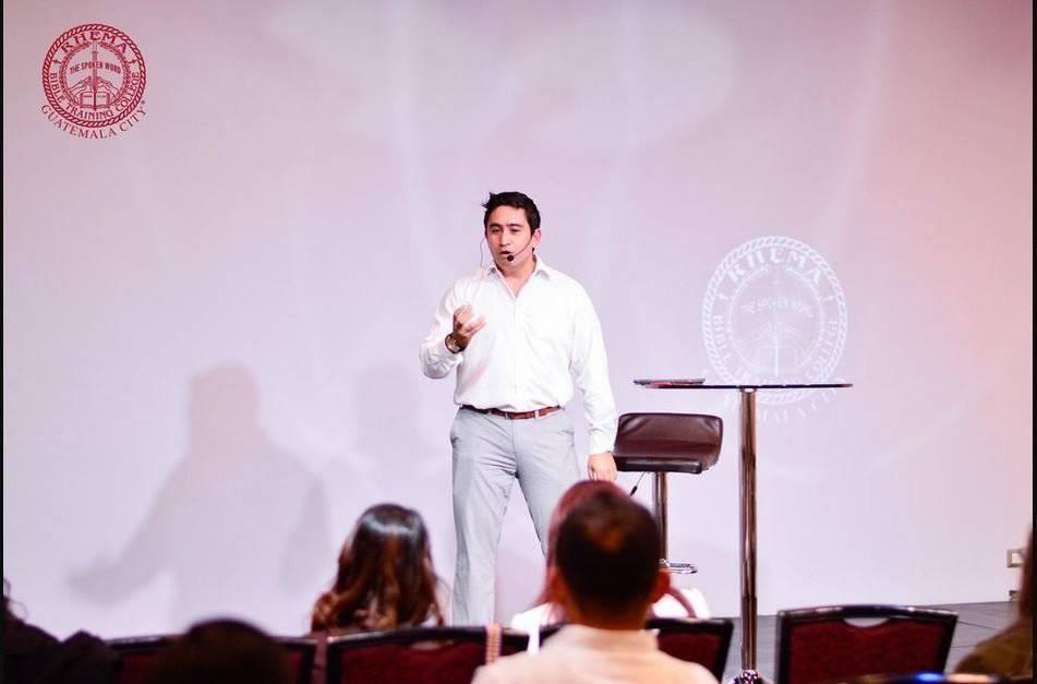 https://ladiaria.com.uy/media/photologue/photos/cache/jr-predicando-en-rhema-durante-sus-estudios_1200w.JPG