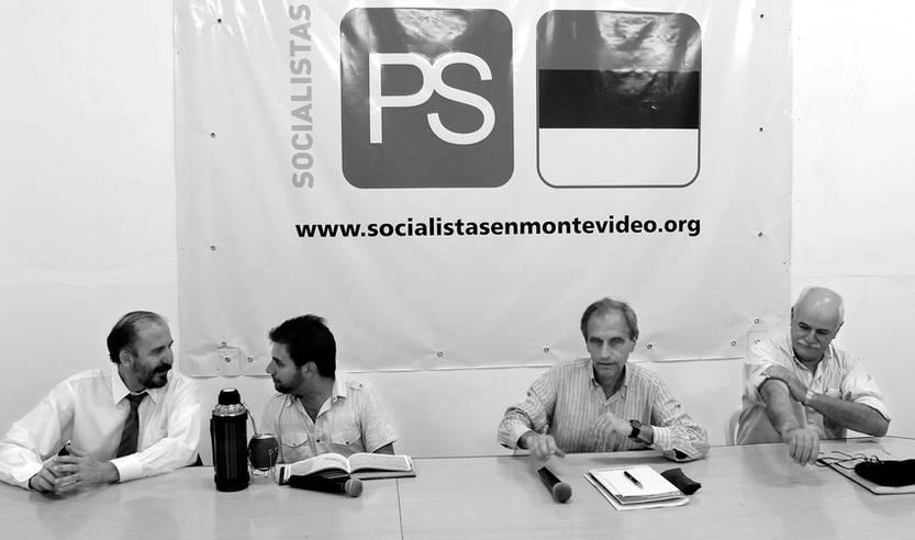 José Nunes, Gonzalo Civila, Manuel Laguarda y Yerú Pardiñas, durante un debate organizado por la departamental de Montevideo del Partido Socialista. (archivo, noviembre de 2011)