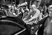 El cuerpo de Daniel Viglietti es retirado del Teatro Solís. Foto: Pablo Vignali