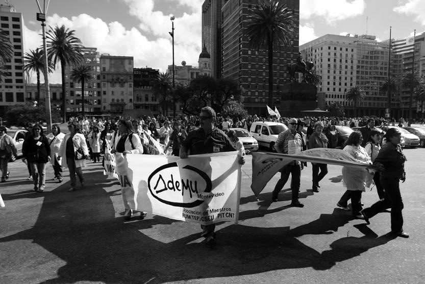 Movilización de maestros frente a la Torre Ejecutiva.