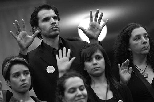 Movilización en el marco del Día Internacional de Lucha contra la Violencia hacia la Mujer, ayer, en la explanada de la Intendencia de Montevideo. Foto: Nicolás Celaya