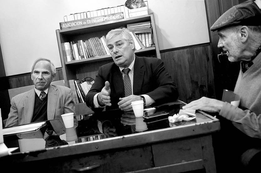 Robert Goldman, Wilder Tayler y Alejandro Artucio, de la Comisión Internacional de Juristas, ayer, en Crysol. Foto: Pablo Vignali