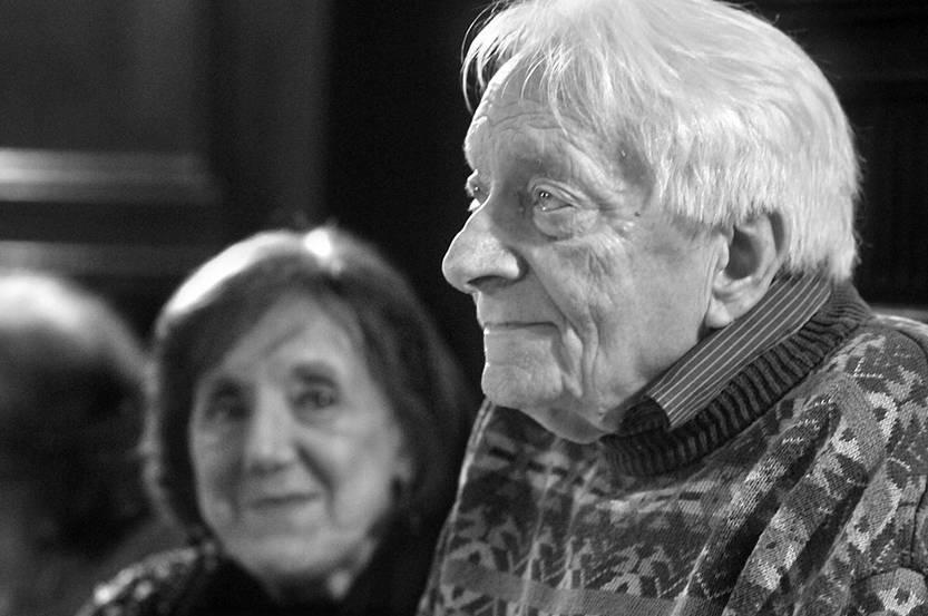 Guillermo Chifflet en el festejo de sus noventa años junto a su compañera Julia Amoretti. Foto: Federico Gutiérrez