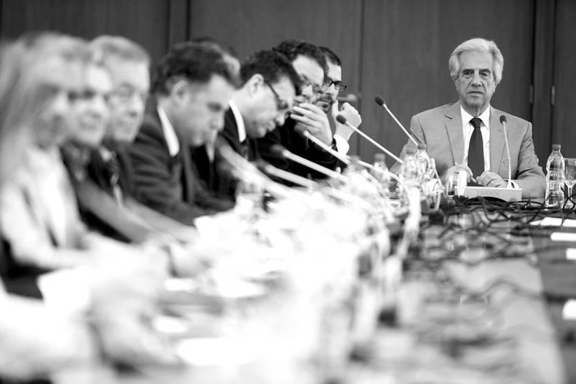 Tabaré Vázquez reunido con intendentes en la Torre Ejecutiva. / Foto: Santiago Mazzarovich