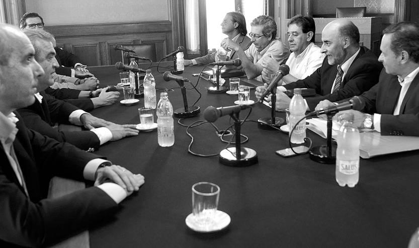 Reunión de la oposición, ayer, en el Palacio Legislativo. Foto: Pablo Vignali
