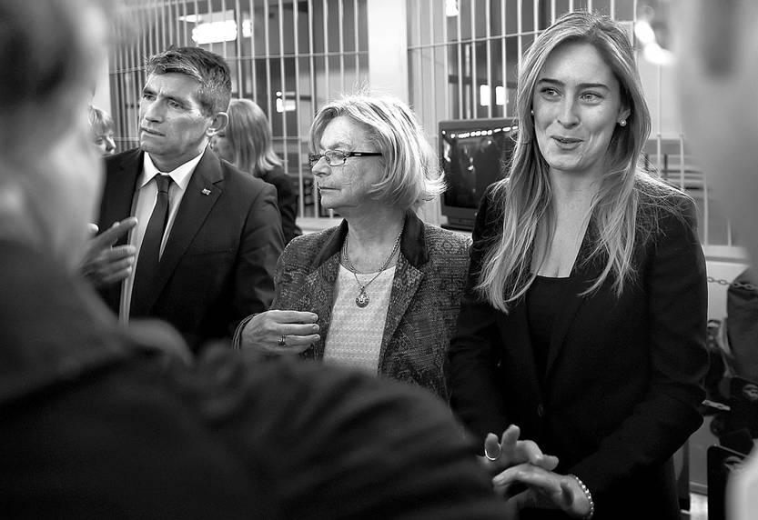 Raúl Sendic, vicepresidente uruguayo; Mirtha Guianze, de la Institución Nacional de Derechos Humanos; y Maria Elana Boschi, secretaria del Consejo de Ministros de Italia, durante el juicio del Plan Cóndor, el martes, en Roma. Foto: Filippo Monteforte, AFP