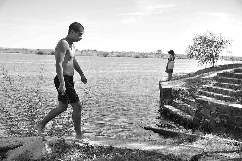 Camping a orillas del río Negro, en Paso de los Toros. Foto: Javier Calvelo (archivo, febrero de 2012)