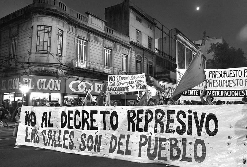 Marcha contra el decreto antipiquetes, ayer, en 18 de Julio. Foto: Federico Gutiérrez