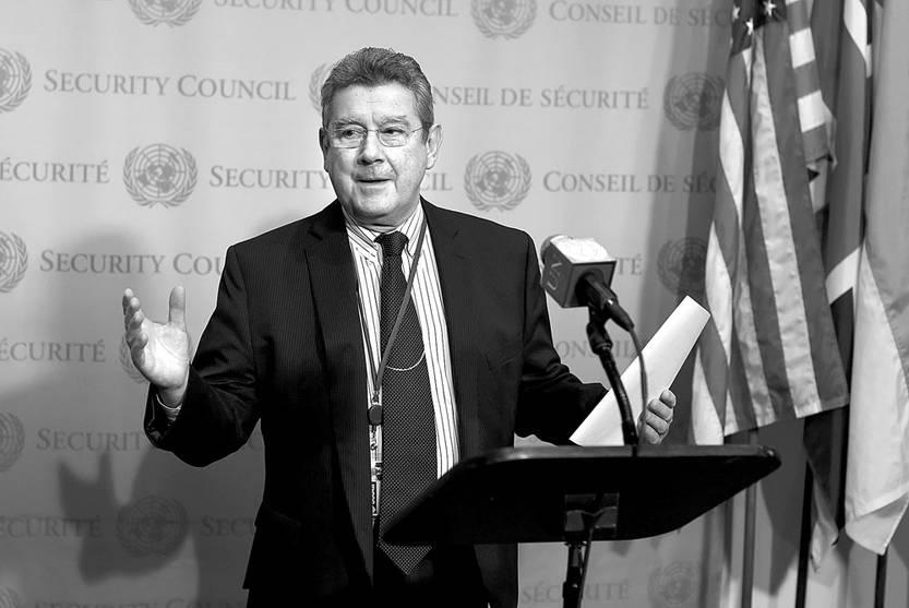 Elbio Rosselli, embajador de Uruguay ante la ONU, en rueda de prensa en la sede de la ONU, en Nueva York. / foto: Timoteo A. Clary, AFP (archivo, enero de 2016)