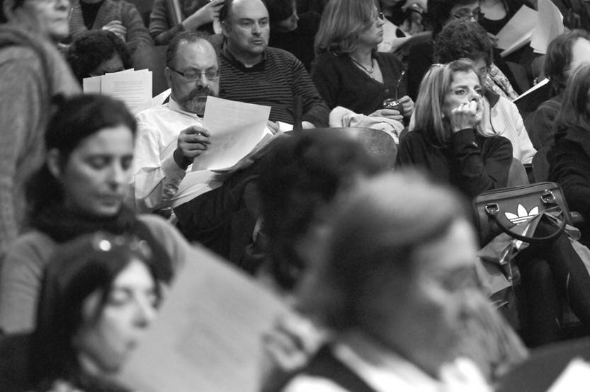 Asamblea de ADES Montevideo en el teatro de AEBU. (archivo, mayo de 2012)