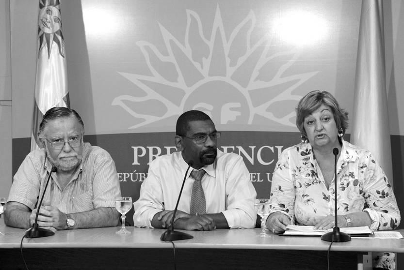José Bayardi, Edgardo Ortuño y Liliam Kechichian, ayer, tras el Consejo de Ministros.