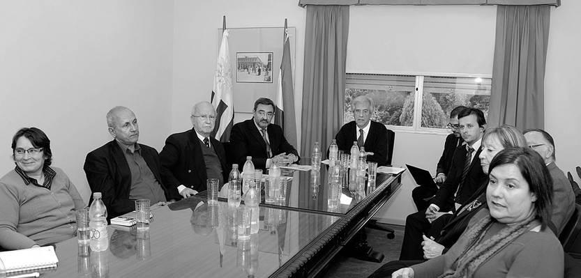 Reunión multisectorial de la Comisión para la Regulación del Consumo de Alcohol, ayer, en la residencia de Suárez. Foto: Walter Paciello, Presidencia