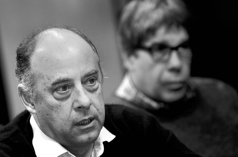 Gonzalo Pérez y Fernando Gambera, en rueda de prensa, ayer, en la sede de la Asociación de Empleados Bancarios del Uruguay. Foto: Pablo Vignali