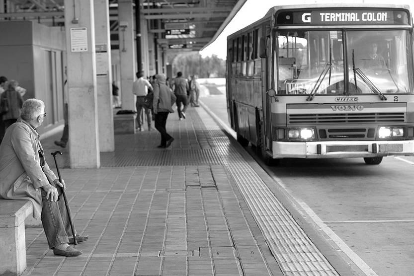 Coche de COETC en el corredor Garzón. Foto: Santiago Mazzarovich (archivo, febrero de 2014)
