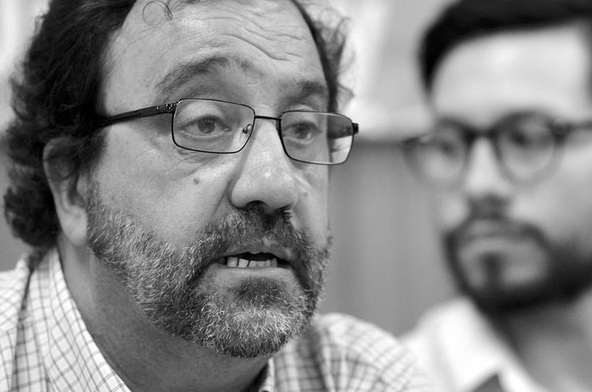 Carlos Fessler, secretario general, y Luis Diano, secretario de finanzas de la Asociación de Funcionarios Judiciales del Uruguay, ayer, en rueda de prensa. Foto: Pablo Vignali