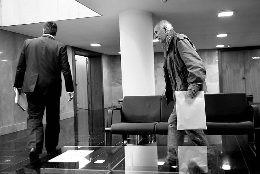 Jorge Tiscornia (d) asiste a la comisión investidadora de actividades de inteligencia del Estado, ayer, en el edificio anexo del Palacio Legislativo. Foto: Andrés Cuenca