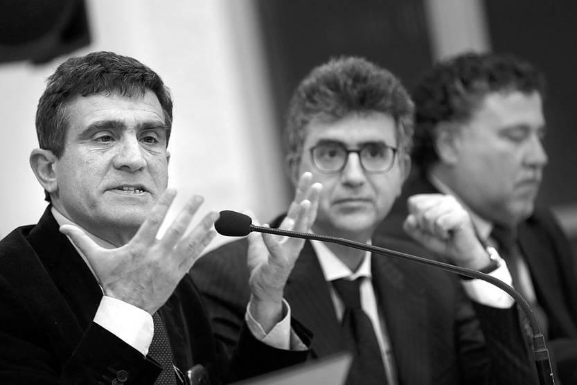 Arturo Salerni, Mario Angelelli y Jorge Ithurburu, en la mesa de actualización y síntesis del proceso judicial del Plan Cóndor, ayer, en la sede del Instituto Nacional de Derechos Humanos. Foto: Pablo Nogueira
