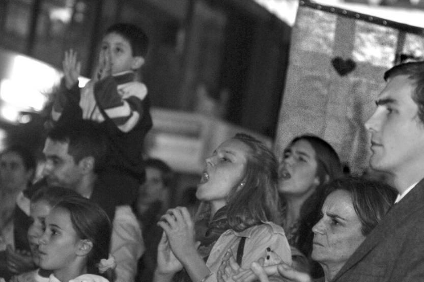 "Participantes en la marcha bajo el lema ""Vení a defender la familia"", ayer, en la Peatonal Sarandí."