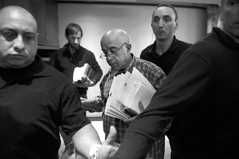 Amodio Pérez se retira de la conferencia de prensa, el viernes, en el Hotel Sheraton. Foto: Santiago Mazzarovich