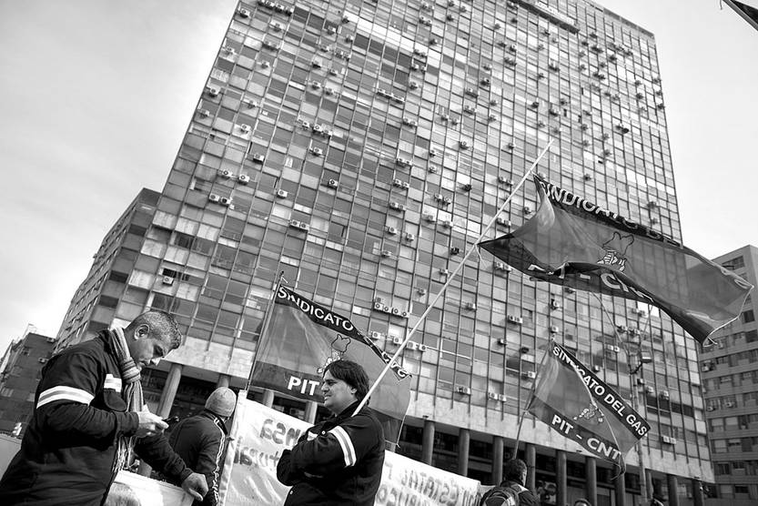 Movilización del sindicato del gas frente a la Torre Ejecutiva. Foto: Santiago Mazzarovich (archivo, agosto de 2015)