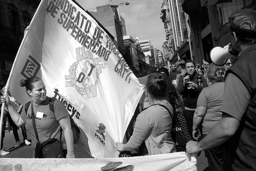 Movilización de trabajadores de supermercados, el 31 de octubre, en la Dirección Nacional de Trabajo. Foto: Pablo Vignali