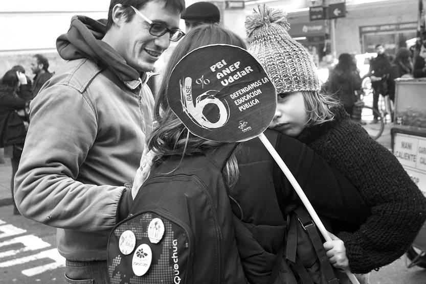 Concentración de los gremios de la educación, ayer, en frente al Ministerio de Economía y Finanzas. Foto: Federico Gutiérrez