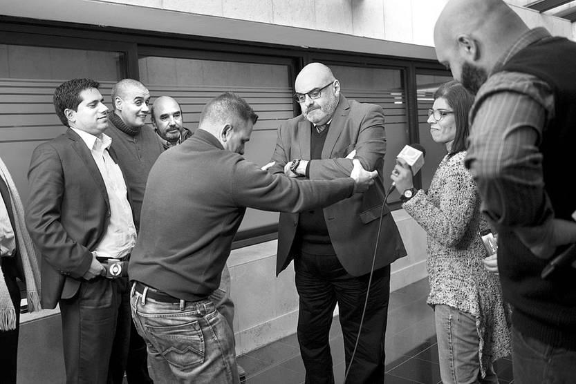 Daniel Borrelli, antes de una rueda de prensa tras asistir a la comisión investigadora sobre posibles actos ilegales de inteligencia del Estado, ayer, en el edificio anexo del Palacio Legislativo. Foto: Andrés Cuenca