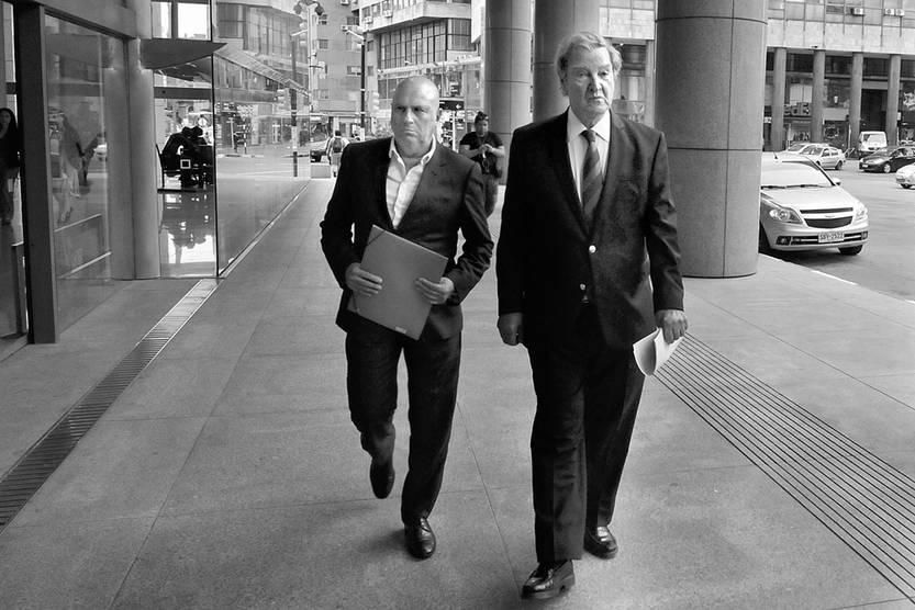 Edgardo Novick y Guillermo Stirling asisten a la reunión sobre seguridad con Tabaré Vázquez, el 4 de abril, en la Torre Ejecutiva. Foto: Federico Gutiérrez