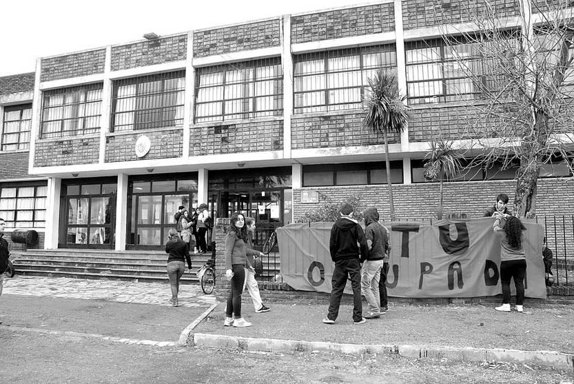 UTU de Colonia del Sacramento ocupada, ayer. Foto: Santiago González