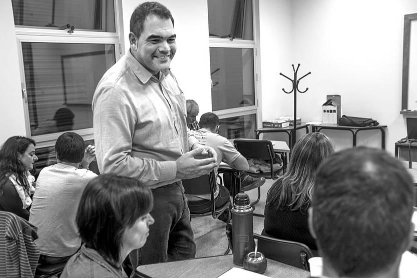 Urko López en la Facultad de Ciencias Sociales. Foto: Adrián Mariotti
