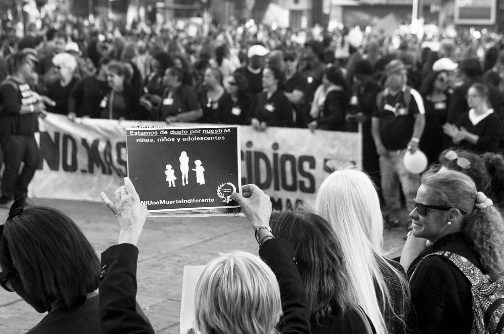 https://ladiaria.com.uy/media/photologue/photos/cache/p6f1-20171128-marcha-feminista_ma20171125_0102_1200w.jpg