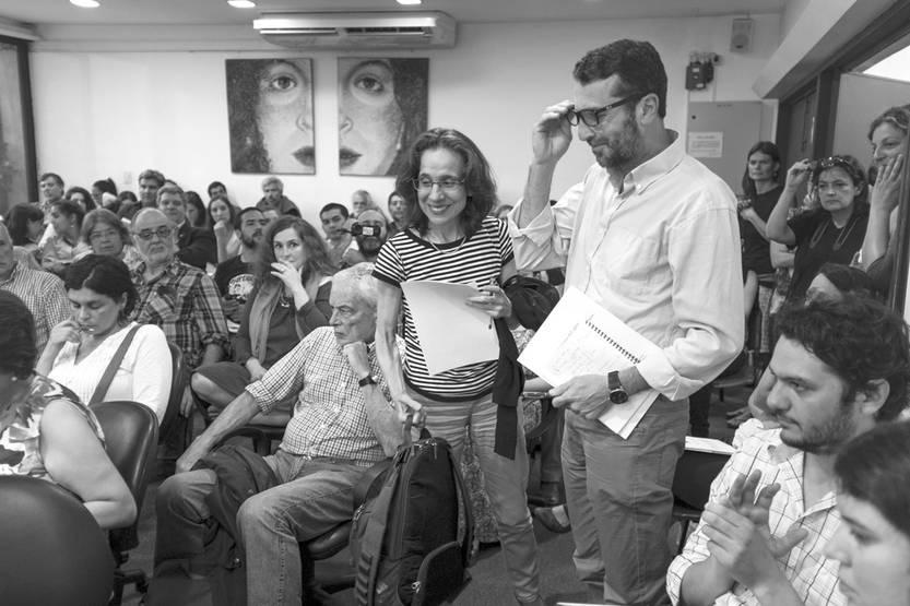 Cecilia Fernández, pro rectora de Investigación de la Udelar, y Daniel Greif, director nacional de Aguas, ayer, en la presentación del trabajo del panel ciudadano. / foto: adrián mariotti