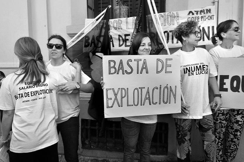 Concentración del sindicato de Inumet, ayer. Foto: Federico Gutiérrez.