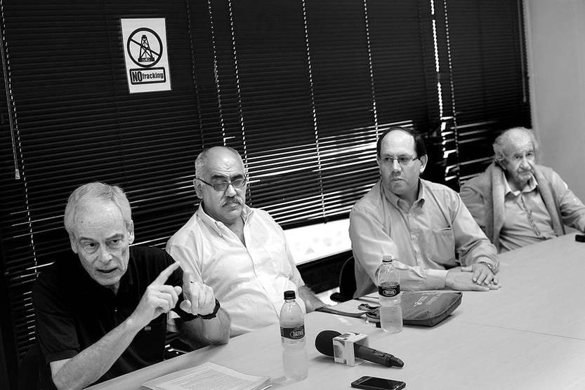 Víctor Bacchetta, Carlos Anido, José Morales y Gonzalo García Lagos, durante la conferencia de Uruguay Libre, ayer, en la Asociación de la Prensa Uruguaya. Foto: Pablo Vignali