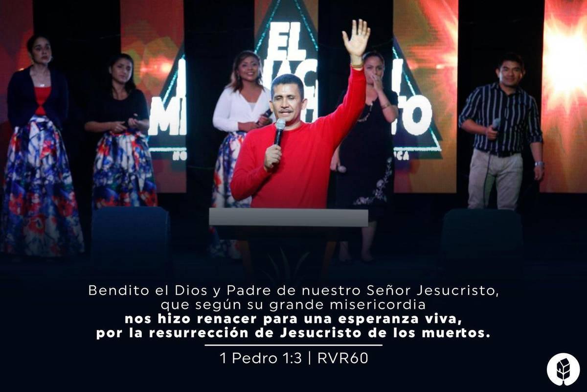 https://ladiaria.com.uy/media/photologue/photos/cache/pocho-en-la-iglesia_1200w.jpg