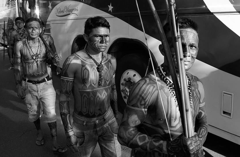 Cerca de 140 indígenas mundurukus se reunieron ayer en Brasilia con el ministro de la Secretaría General de la Presidencia, Gilberto Carvalho, para discutir la suspensión de emprendimentos energéticos en la Amazonia, entre otras reivindicaciones.